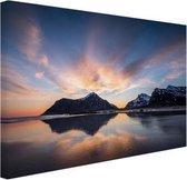 Zonsopkomst achter eiland Canvas 120x80 cm - Foto print op Canvas schilderij (Wanddecoratie woonkamer / slaapkamer) / Zee en Strand