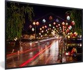 Foto in lijst - De nachtbrug bij Hoi An in Vietnam fotolijst zwart 60x40 cm - Poster in lijst (Wanddecoratie woonkamer / slaapkamer)