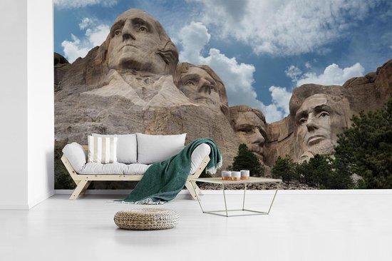 Fotobehang vinyl - Panoramisch zicht op het Noord-Amerikaanse monument Mount Rushmore breedte 640 cm x hoogte 360 cm - Foto print op behang (in 7 formaten beschikbaar)