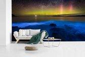 Fotobehang vinyl - Kleurrijk boven een Bioluminescent baai breedte 640 cm x hoogte 360 cm - Foto print op behang (in 7 formaten beschikbaar)