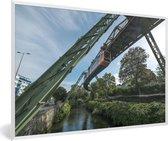 Foto in lijst - Een hangende trein in de Duitse stad Wuppertal fotolijst wit 60x40 cm - Poster in lijst (Wanddecoratie woonkamer / slaapkamer)
