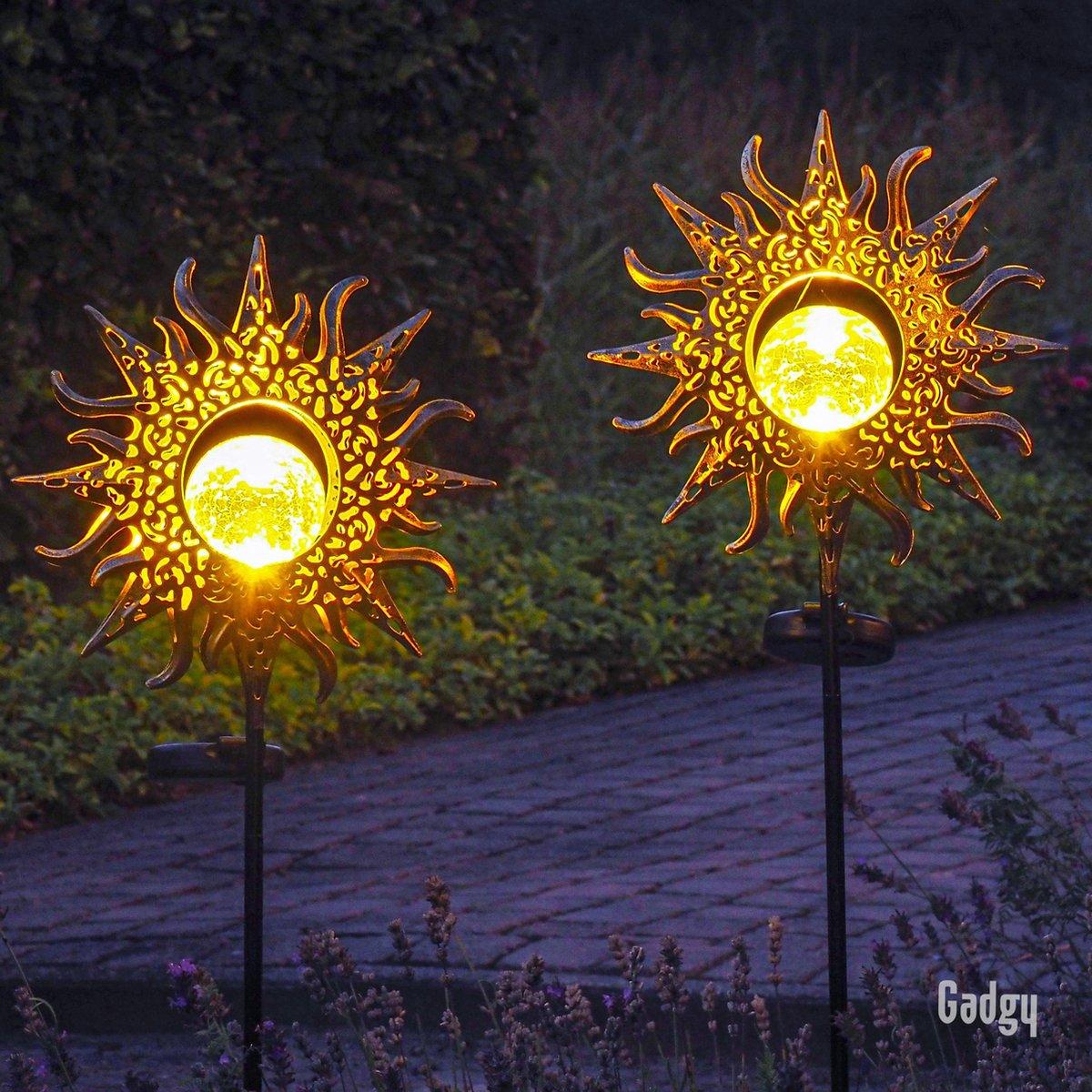 Gadgy Solar Zon met grondspies   Set van 2 st.  103 cm hoog   brons kleurig metaal   Tuinverlichting