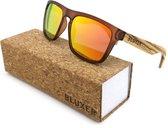 Bluxer® Zonnebril voor Heren en Dames Polaroid - Hippe Houten Zonnebril Gepolariseerd - UV400 Lens - Zebra Wood - Oranje Rode lens