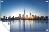 Skyline van New York aan het water Tuinposter 120x80 cm - Tuindoek / Buitencanvas / Schilderijen voor buiten (tuin decoratie)