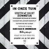 Tuinposters buiten tekst zwart wit Geniet in onze tuin zwart wit - bijStip