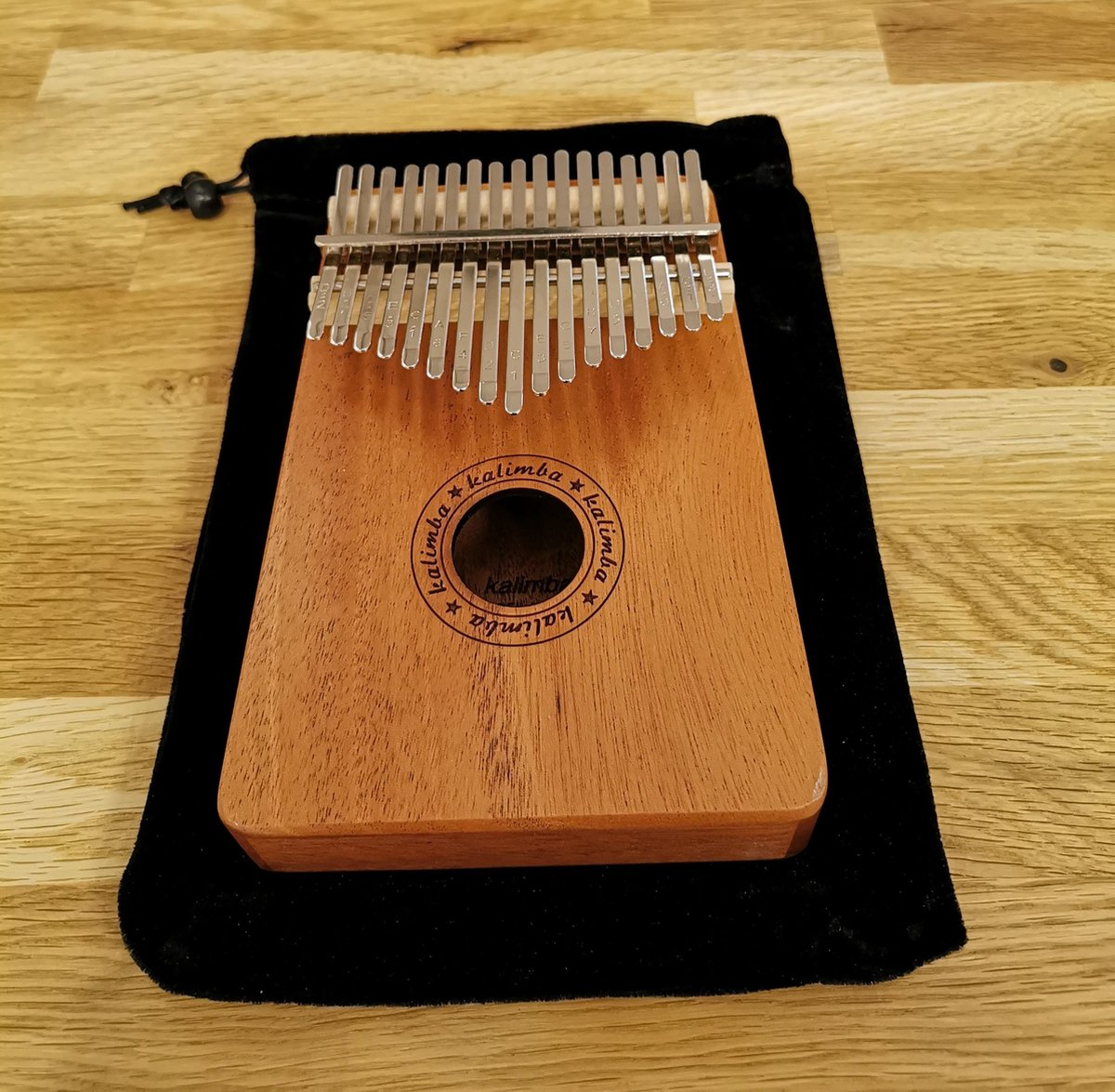 Kalimba Duimpiano met 17 Tonen + Accessoires - Stemhamer - Toets Stickers - Duimbeschermers - Reinig