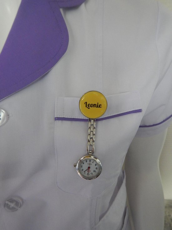 Treasure Trove® Gepersonaliseerd Verpleegster Horloge – Zusterhorloge met Naam – Dames – Heren – Geel – 25mm - Treasure Trove