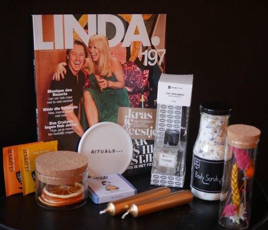 Cadeaupakket vrouw incl. tijdschrift Linda, nu tijdelijk Rituals onderzetter! incl biologische thee, kaars, geurstokjes, vegan zeepje, en een prachtige droogbloem in een glazen potje