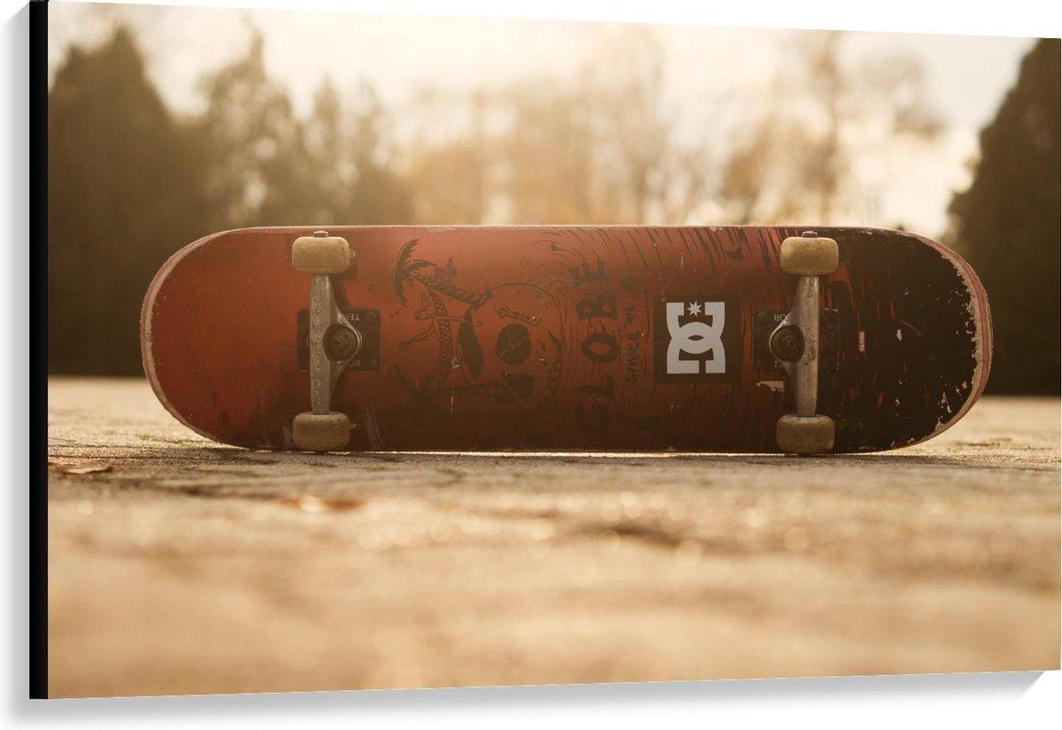 Canvas  - Op zijkant liggend Skateboard - 120x80cm Foto op Canvas Schilderij (Wanddecoratie op Canvas)