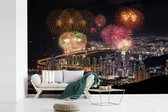 Fotobehang vinyl - Vuurwerk boven de Zuid-Koreaanse stad Busan breedte 390 cm x hoogte 260 cm - Foto print op behang (in 7 formaten beschikbaar)