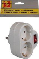Pakket van 2x stuks stopcontact splitters dubbel wit - Met randaarde en schakelaar - Witte stekkeradapters - Doorvoerstekkers / Tweewegstekkers