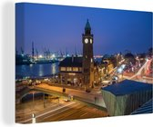 Kerktoren in de haven in Hamburg 30x20 cm - klein - Foto print op Canvas schilderij (Wanddecoratie woonkamer / slaapkamer)