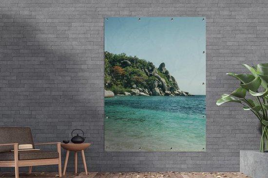 Tuinposter Ko Tao - Buddha Rock Freedom Beach Ko Tao Tuinposter 120x160 cm - Tuindoek/Buitencanvas/Schilderijen voor buiten (tuin decoratie) XXL / Groot formaat!