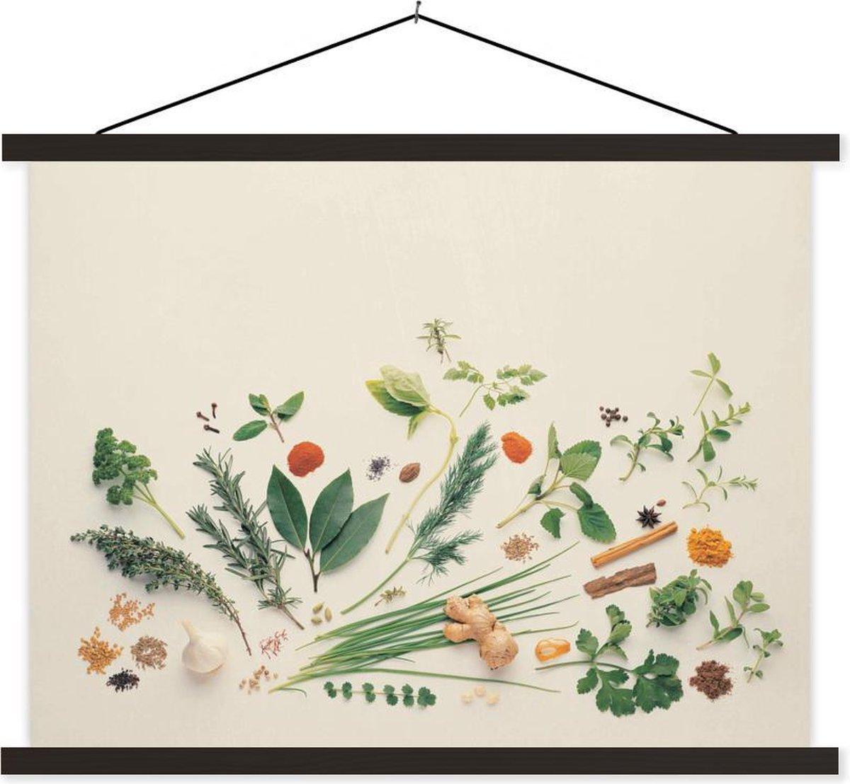Kruiden en specerijen op effen achtergrond textielposter latten zwart 40x30 cm - klein - Foto print op schoolplaat (wanddecoratie woonkamer/slaapkamer)