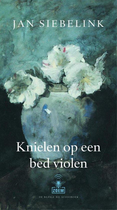 Knielen op een bed violen (luisterboek) - Jan Siebelink |