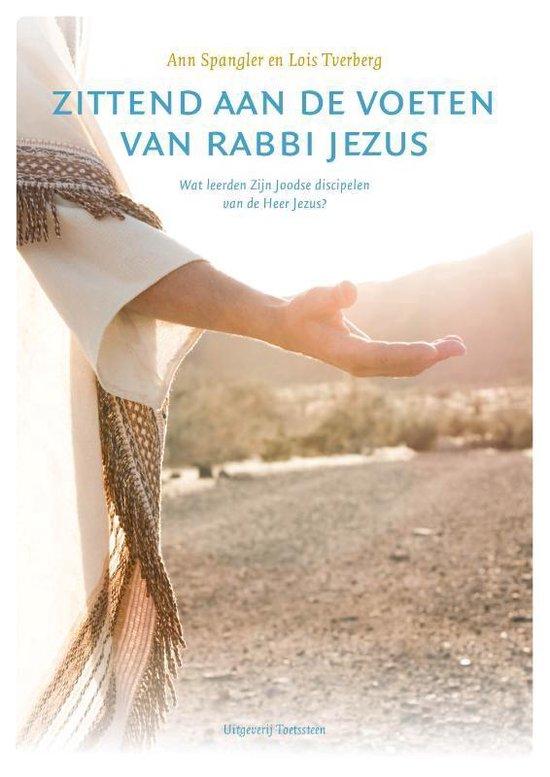Boek cover Zittend aan de voeten van rabbi Jezus van Ann Spangler (Paperback)