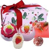 """Cadeau Bad Geschenkset """"Strawberry Feels Forever"""" met handgegoten zeep, bath bombs en meer!"""