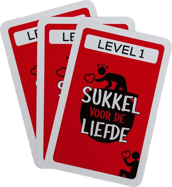 Thumbnail van een extra afbeelding van het spel Sukkel voor de liefde®  - Liefdes cadeau - Valentijn - Valentijn cadeautje voor hem - 71 opdrachten & vragen - relatiespel - kaartspel - speelkaarten