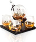 Whisiskey® Whiskey Karaf - Wereldbol - Luxe Whisky Karaf Set - 0,9 L - Decanteer Karaf - Incl. 9 Whisky Stones, Schenktuit en 4 Glazen