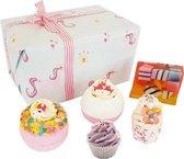 """Bomb Cosmetics Cadeau Bad Geschenkset """"Sprinkle of Magic"""" met handgegoten zeep, bath bombs en meer!"""