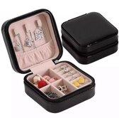 Qrola luxe fluwelen sieradendoos compact zwart met poetsdoekje / premium jewelry box / juwelendoos / ketting, oorbellen, ringen, horloges / geschenk / cadeautje voor haar / sieradendoosje