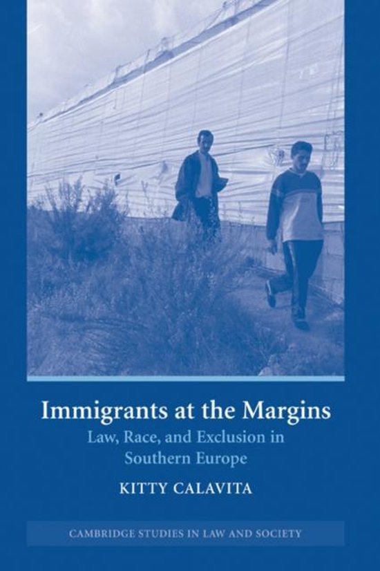 Boek cover Immigrants at the Margins van Calavita, Kitty (Hardcover)