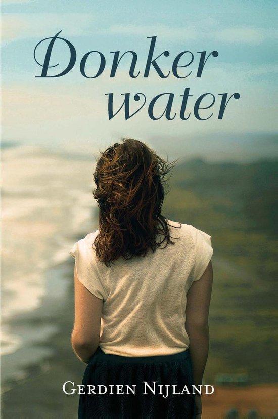 Driestarreeks - Donker water - Gerdien Nijland  
