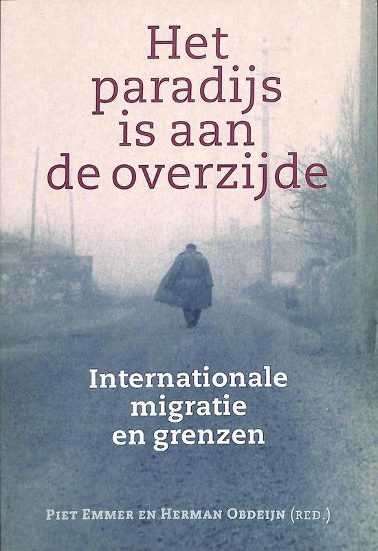 Boek cover Het paradijs is aan de overzijde van Piet Emmer (Onbekend)