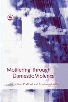 Omslag Mothering Through Domestic Violence