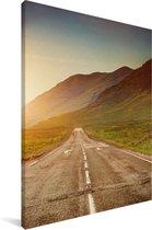 Prachtige weg tussen de bergen tijdens zonsondergang in Glen Coe Canvas 120x180 cm - Foto print op Canvas schilderij (Wanddecoratie woonkamer / slaapkamer) XXL / Groot formaat!