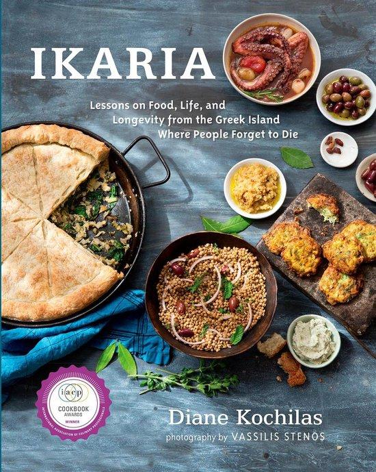 Boek cover Ikaria: Lessons on Food, Life, and Longevity from the Greek Island Where People Forget to Die van Diane Kochilas (Hardcover)