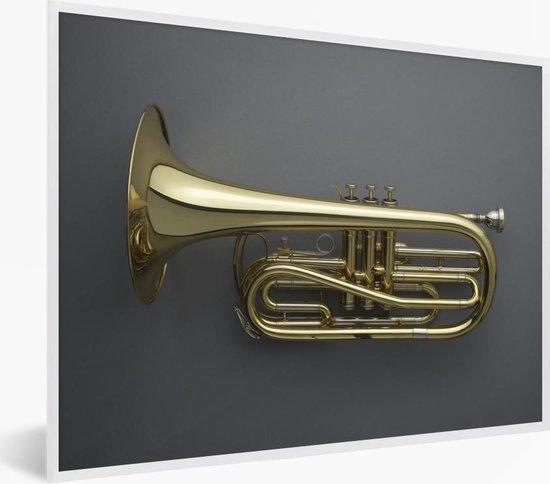 Foto in lijst - Schitterende gouden trompet op een grijze achtergrond fotolijst wit 40x30 cm - Poster in lijst (Wanddecoratie woonkamer / slaapkamer)