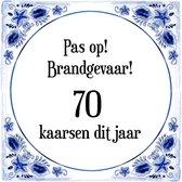 Verjaardag Tegeltje met Spreuk (70 jaar: Pas op! brandgevaar! 70 kaarsen dit jaar! + cadeau verpakking & plakhanger