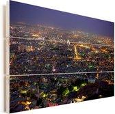 Verlichte avond skyline van de Syrische stad Damascus onder de blauwe hemel Vurenhout met planken 30x20 cm - klein - Foto print op Hout (Wanddecoratie)