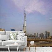 Fotobehang vinyl - De hoogste wolkenkrabber Burj Khalifa midden in Dubai breedte 400 cm x hoogte 360 cm - Foto print op behang (in 7 formaten beschikbaar)