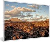 Foto in lijst - Het maanlandschap van het Nationaal park Timanfaya in Spanje fotolijst wit 60x40 cm - Poster in lijst (Wanddecoratie woonkamer / slaapkamer)