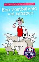 Vivianne voetbalt - Een voetbalveld vol schapen