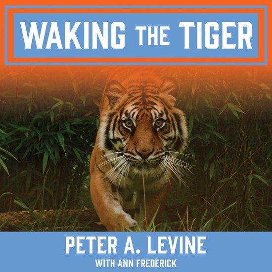 Boek cover Waking the Tiger van Peter A. Levine (Onbekend)