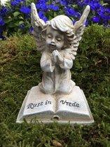 Grafdecoratie engel rust in vrede