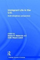 Boek cover Immigrant Life in the US van