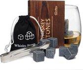 Aretica Whiskey Stones Gift box / Voor een echte whiskey on the rocks / Herbruikbare natuurstenen ijsblokjes / Ice cubes / Cadeau set in houten doosje / Ijsklontjes van steen - Set van 9 stuks