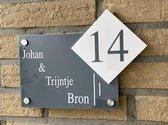 Naambordje voordeur strak lijnen met apart huisnummer antraciet
