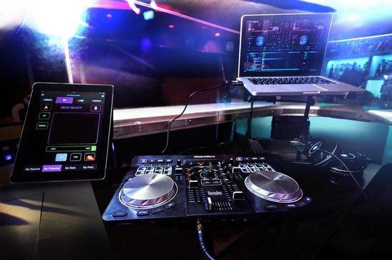 Hercules DJ Control Universal - DJ-controller - Zwart
