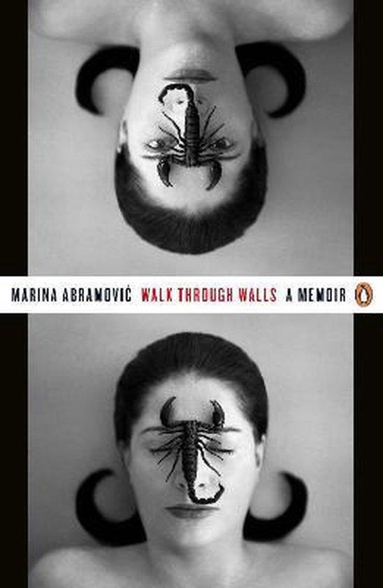 Boek cover Walk Through Walls van Marina Abramovic (Paperback)