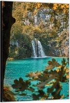 Dibond –Watervallen met Rotsen in het Bos– 60x90cm Foto op Aluminium (Wanddecoratie van metaal)