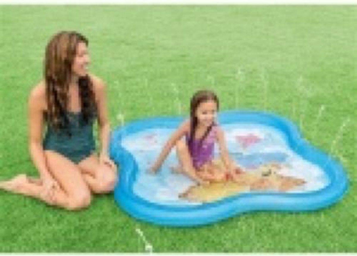 Intex opblaaszwembad winnie the pooh sproeier 140 cm blauw - strand - zee - speelgoed - kinderen - spelen - strandspeelgoed - waterpistool - waterpistolen - zandbak speelgoed - zwembad - kinderzwembad - zwembad speelgoed