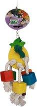 Een speeltje met ananas voor de papegaai of kaketoe