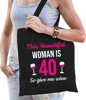 Verjaardag tas 40 jaar - this beautiful woman is 40 give wine - zwart - dames - veertig cadeau tasje