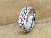 Stoer edelstaal ringen met schakel ketting in midden die kan draaien ( ook wel als stress ring genoemd) maat 18. deze ring is zowel geschikt voor dame of heer, verkrijgbaar in maat 16 t/m 25
