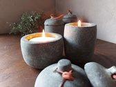 Brynxz - Set van 2 theelichthouders - Potjes met deksel en leren koord - Beton - Waxinelichthouders - Majestic Vintage